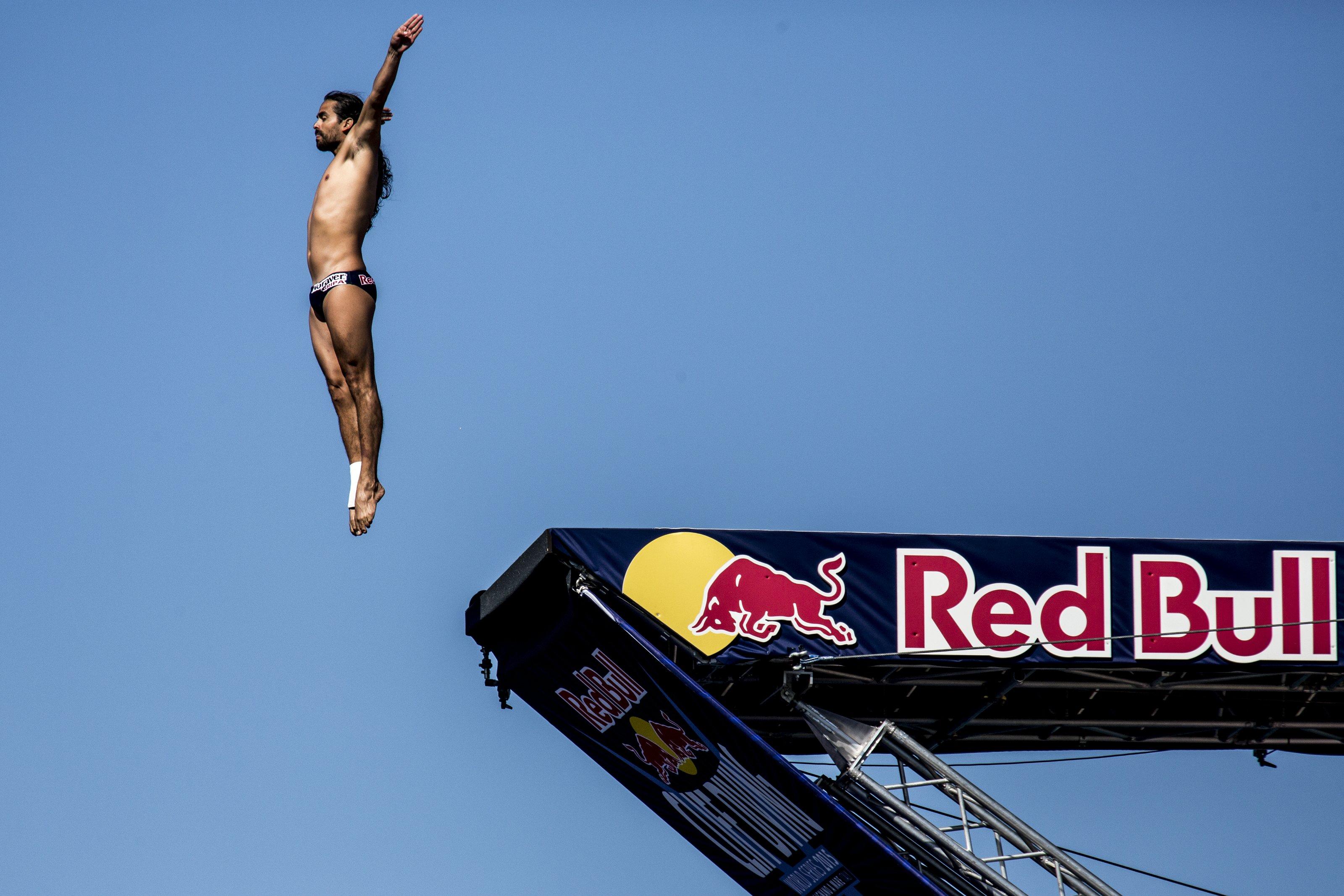 Red bull cliff diving wer qualifiziert sich f r die n chste saison trends trendsport - Red bull content pool ...